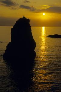 横須賀市・立石公園の夕映えの海の写真素材 [FYI00480533]