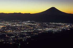 未明の富士と甲府盆地、Dawn of Fuji and Kofu Basinの写真素材 [FYI00480566]
