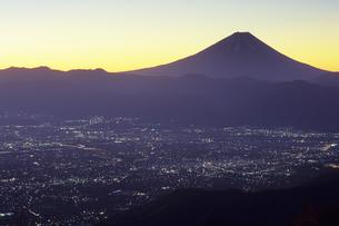 曙の富士と甲府盆地、Fuji Akebono and Kofu Basinの写真素材 [FYI00480567]