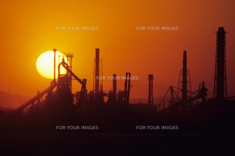 落日のコンビナート、Industrial complex of the setting sunの素材 [FYI00480578]