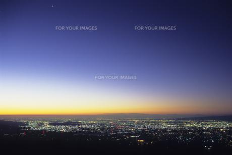 藍色の空と街灯り、Sky and Gaitori of indigoの素材 [FYI00480582]