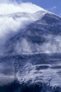 山頂の疾風、Gale summitの写真素材 [FYI00480599]