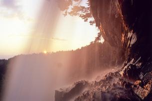 夕映えの岩肌の素材 [FYI00480650]