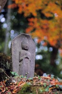 山中の石仏の写真素材 [FYI00480655]