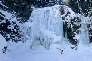 氷結の善五郎の滝の写真素材 [FYI00480706]