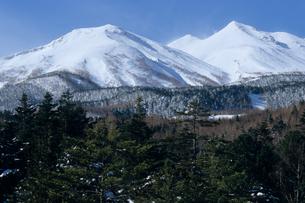 雪化粧の乗鞍岳の写真素材 [FYI00480710]