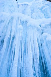 氷結のオブジェ・乗鞍高原・善五郎の滝の写真素材 [FYI00480711]