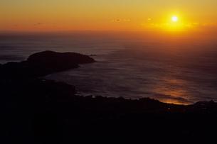 真鶴岬の夜明けの写真素材 [FYI00480745]