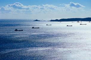 きらめく海と船たちの写真素材 [FYI00480748]