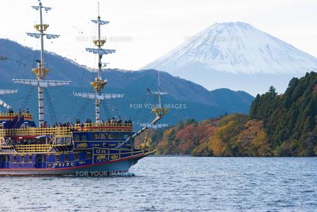 芦ノ湖と富士の写真素材 [FYI00480854]