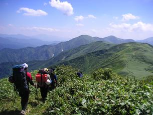 夏山登山の写真素材 [FYI00480932]