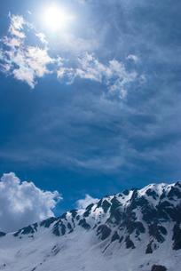 残雪の立山の写真素材 [FYI00480990]