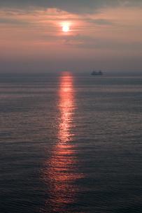 日本海の日の出の写真素材 [FYI00481033]