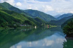 新緑の井川湖の素材 [FYI00481035]
