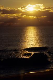 夕日と海岸の写真素材 [FYI00481072]