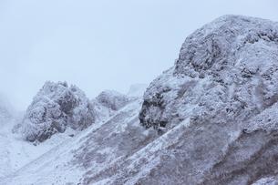 富良野岳・冬の岩峰の写真素材 [FYI00481127]