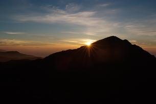 山の日の出の写真素材 [FYI00481170]