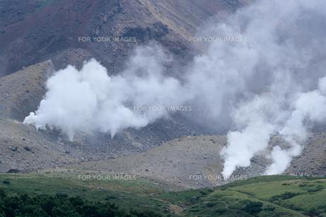 北海道・大雪山の噴煙の素材 [FYI00481245]