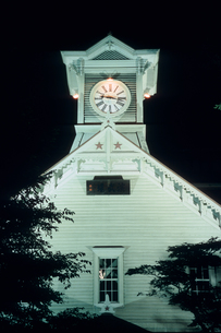 夜の札幌市・時計台の素材 [FYI00481246]