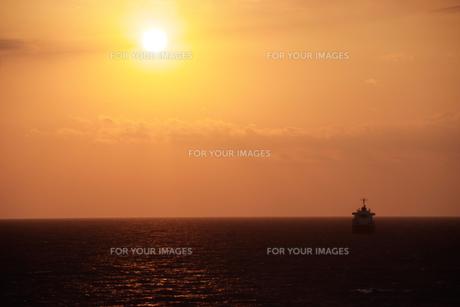 津軽海峡沖・太平洋の日の出の素材 [FYI00481290]