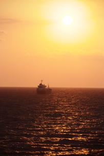 津軽海峡沖・太平洋の日の出の素材 [FYI00481291]
