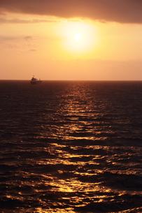 津軽海峡沖・太平洋の日の出の素材 [FYI00481293]
