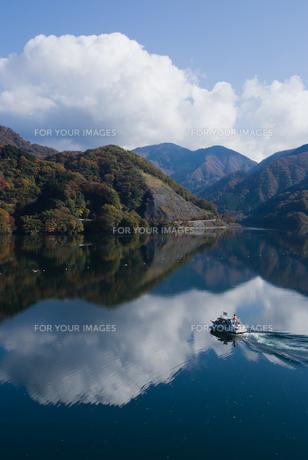 雲湧く丹沢湖の素材 [FYI00481327]
