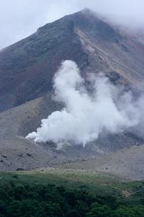 北海道・大雪山の噴煙の素材 [FYI00481440]