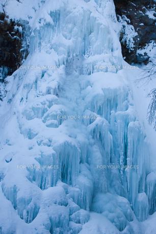 乗鞍高原・三本滝の氷瀑の写真素材 [FYI00481478]