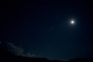星空と月の素材 [FYI00481482]