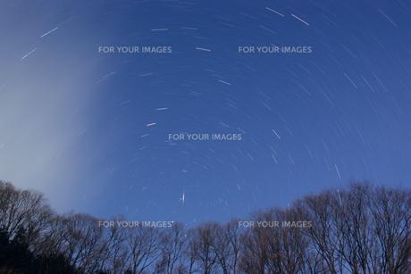 回転する星空と流星の素材 [FYI00481484]