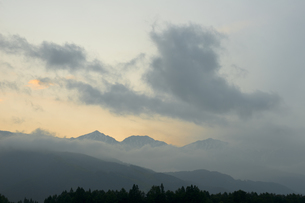 梅雨の晴れ間の夕景の写真素材 [FYI00481504]