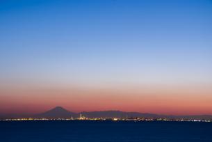 富士山と東京湾夜景の素材 [FYI00481618]