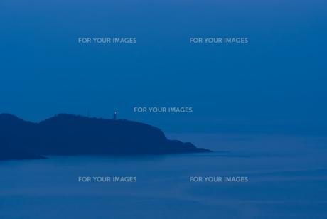 屋久島の灯台と夕闇の素材 [FYI00481694]