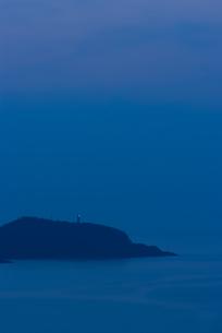 屋久島の灯台と夕闇の素材 [FYI00481700]