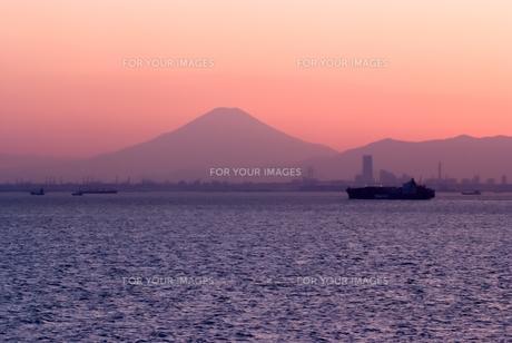 東京湾ごしに富士山を望むの素材 [FYI00481754]