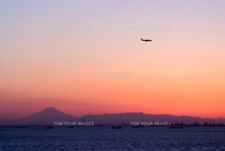ジェット機と富士山の素材 [FYI00481759]