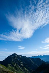 剱岳と青空と白い雲の素材 [FYI00481852]