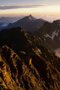 早朝の槍ヶ岳 - Mt.Yarigatake of early morningの写真素材 [FYI00481875]