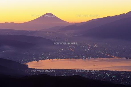 朝もやの富士山と諏訪湖の素材 [FYI00481908]