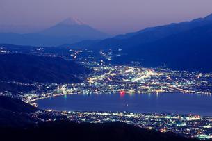 夜景と諏訪湖の写真素材 [FYI00481916]