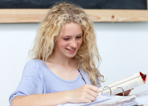 Portrait of a  cute teen girl studyingの写真素材 [FYI00482084]