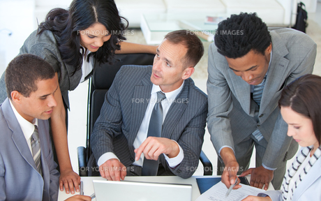 Business team working together in a business planの素材 [FYI00482114]