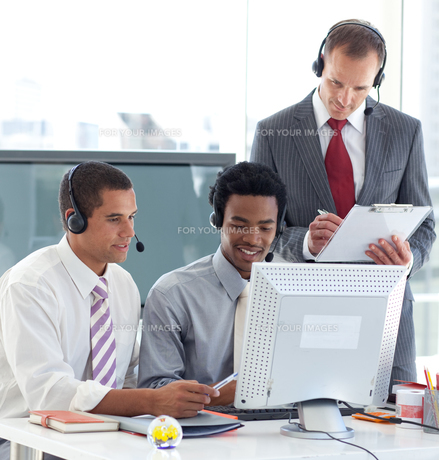 Manager and businessmen working in call centerの写真素材 [FYI00482117]