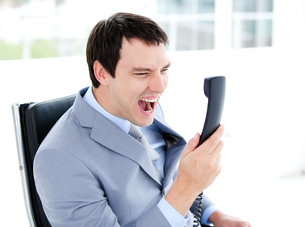Furious young businessman yelling on phoneの写真素材 [FYI00482145]