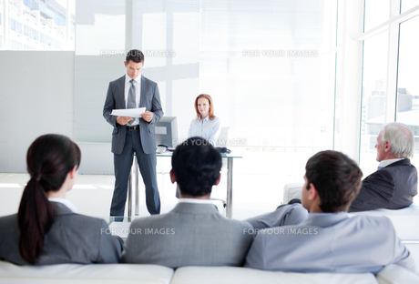 A diverse business people at a conferenceの写真素材 [FYI00482150]