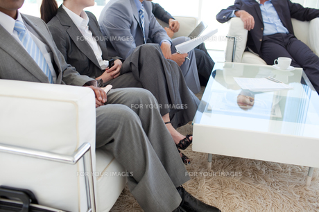 Business people in a waiting roomの素材 [FYI00482151]
