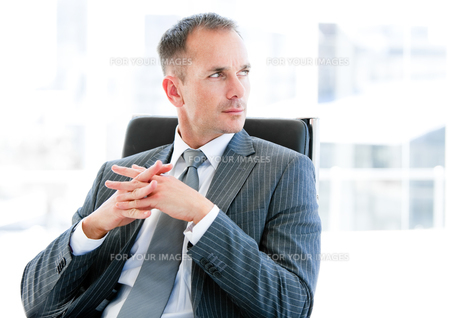 Confident  businessman thinking about the companyの素材 [FYI00482175]