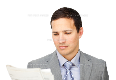 Concentrated businessman reading a newspaperの素材 [FYI00482210]