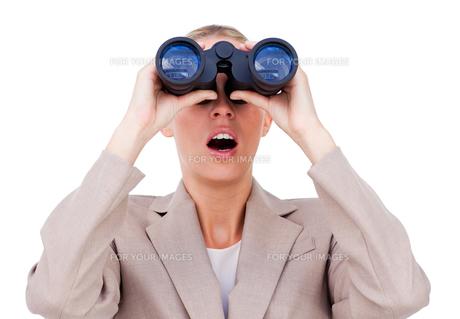 Surprised businesswoman looking through binocularsの素材 [FYI00482213]